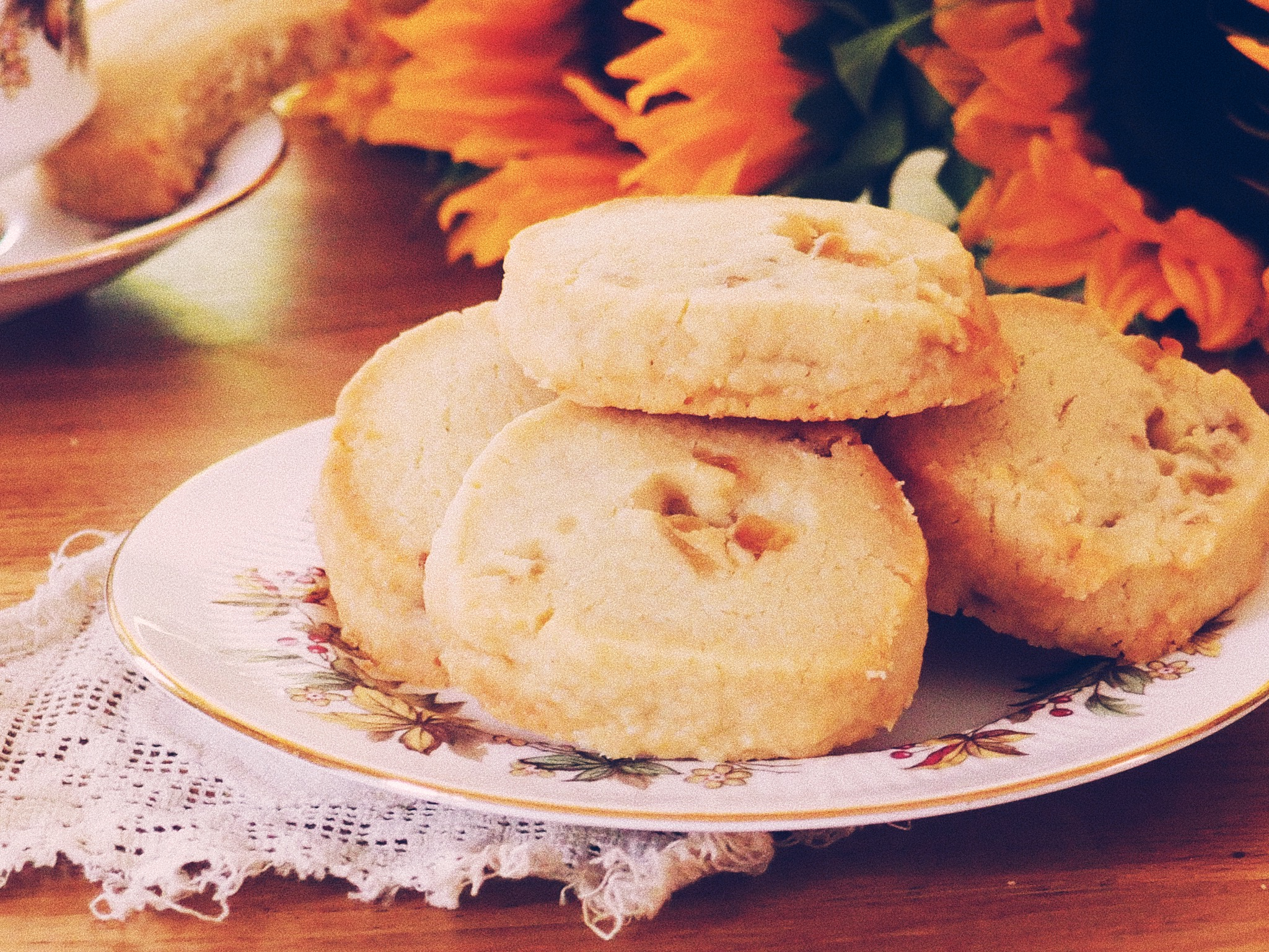 Ginger shortbread biscuits on a vintage plate with sunflowers behind