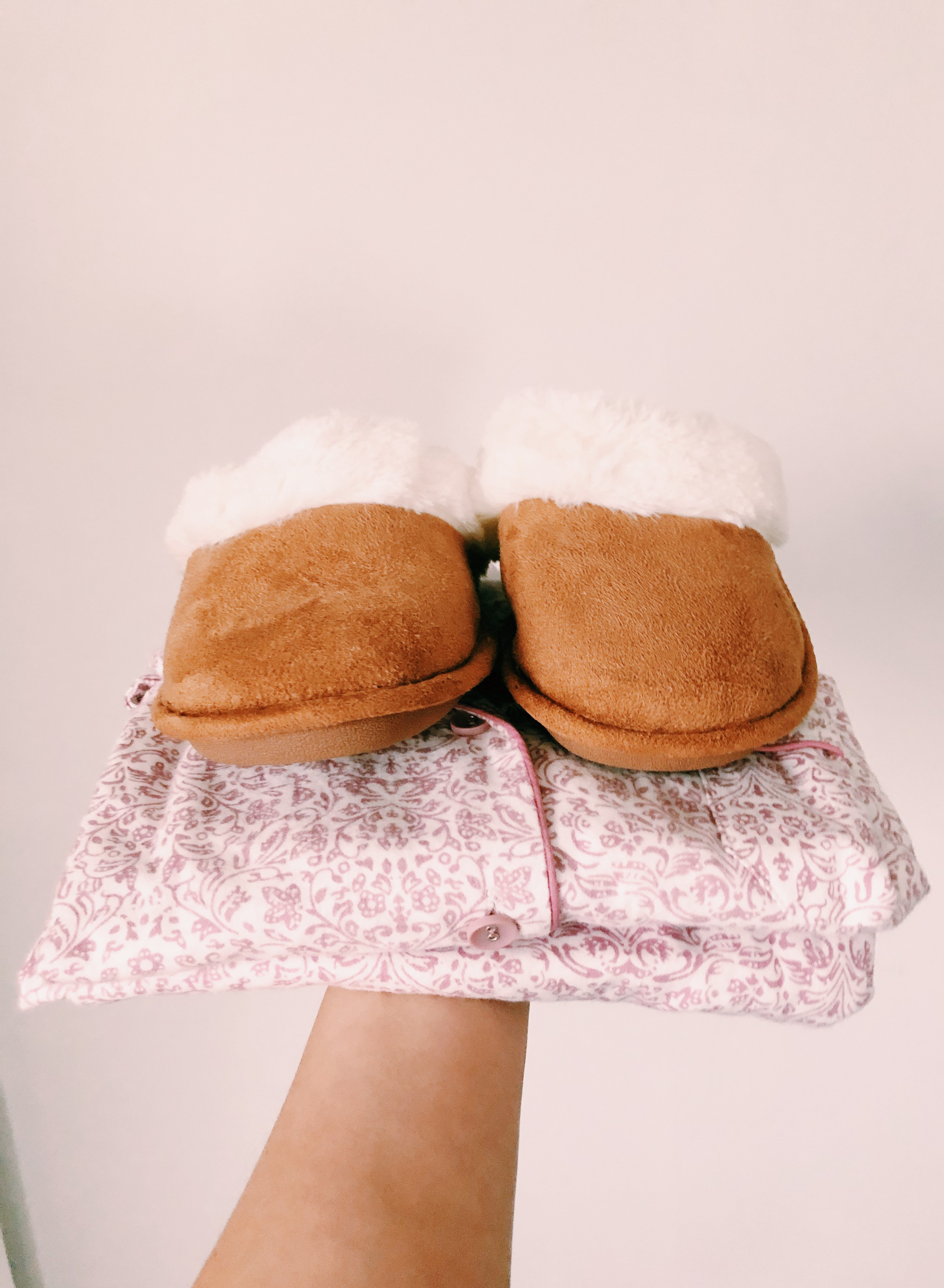 Cosy pyjamas with fluffy slippers